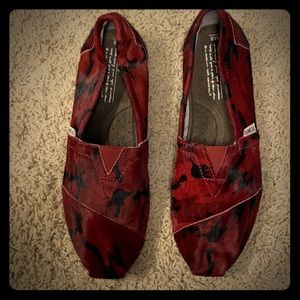 Toms slip on 100 percent real fur red cameo size 8